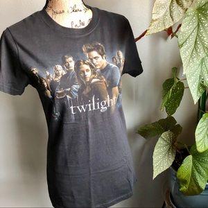 Tops - 🆕 NWT Twilight Cast T-shirt 🧛🏻♂️👰🏻